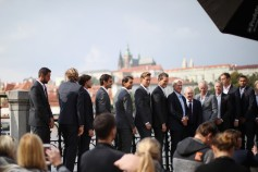 Team Europe pose for a photo during a photoshoot ahead of the Laver Cup on September 20, 2017 in Prague, Czech Republic. The Laver Cup consists of six European players competing against their counterparts from the rest of the World. Europe will be captained by Bjorn Borg and John McEnroe will captain the Rest of the World team. The event runs from 22-24 September. (Sept. 19, 2017 - Source: Julian Finney/Getty Images Europe)