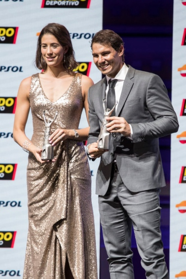BARCELONA, SPAIN - FEBRUARY 05: Garbiñe Muguruza and Rafael Nadal receive the best sportwoman and sportman of the year award during the 70th Mundo Deportivo Gala on February 5, 2018 in Barcelona, Spain. (Photo by Xavi Torrent/Getty Images)