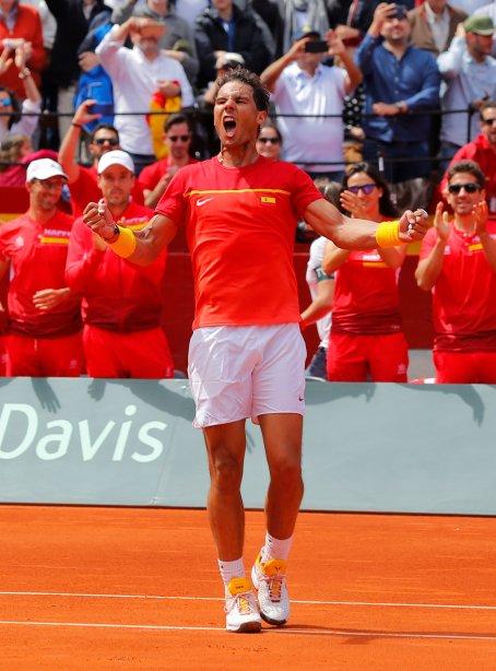 Tennis - Davis Cup - Quarter Final - Spain vs Germany - Plaza de Toros de Valencia, Valencia, Spain - April 8, 2018 Spain's Rafael Nadal celebrates winning his match against Germany's Alexander Zverev REUTERS/Heino Kalis