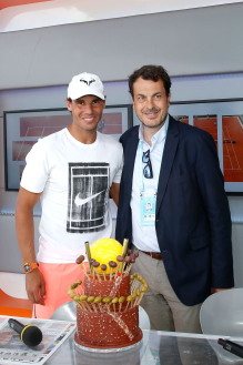 Rafael Nadal celebrates his 32nd birthday at French Open (2)
