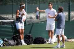 epa06846906 Rafael Nadal (L) of Spain talks to Dominic Thiem (C) of Austria during a training session at the All England Lawn Tennis Championships in Wimbledon, London, Britain, 28 June 2018. The Wimbledon Tennis Championships 2018 will be held in London from 02 July to 15 July. EPA-EFE/PETER KLAUNZER EDITORIAL USE ONLY/NO SALES/NO ARCHIVES