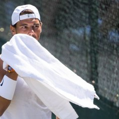 PK107 WIMB. London (United Kingdom), 01/07/2018.- Rafael Nadal of Spain during a training session at the All England Lawn Tennis Championships in Wimbledon, London, Britain, 01 July 2018. The Wimbledon Tennis Championships 2018 will be held in London from 02 July to 15 July. (España, Londres, Tenis, Inglaterra) EFE/EPA/PETER KLAUNZER EDITORIAL USE ONLY/NO SALES/NO ARCHIVES