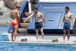 Shirtless Rafael Nadal joined by friends on holiday in Spain 2018 (1)