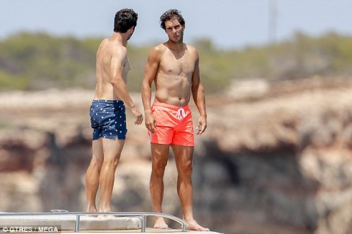 Shirtless Rafael Nadal joined by friends on holiday in Spain 2018 (3)