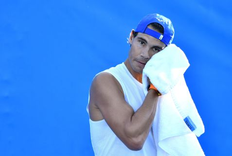 BNE. Brisbane (Australia), 31/12/2018.- Rafael Nadal of Spain during a practice session on day one of the Brisbane International tennis tournament at the Queensland Tennis Centre in Brisbane, Queensland, Australia, 31 December 2018. The Brisbane International runs until 06 January 2019. (Tenis, España) EFE/EPA/DARREN ENGLAND AUSTRALIA AND NEW ZEALAND OUT EDITORIAL USE ONLY