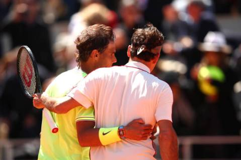 PARIS, FRANCE - JUNE 07: Rafael Nadal of Spain and Roger Federer of Switzerland embrace at the net after their mens singles semi-final match during Day thirteen of the 2019 French Open at Roland Garros on June 07, 2019 in Paris, France. (Photo by Clive Brunskill/Getty Images)