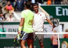 PARIS, FRANCE - JUNE 07: Rafael Nadal of Spain and Roger Federer of Switzerland embrace at the net after their mens singles semi-final match during Day thirteen of the 2019 French Open at Roland Garros on June 07, 2019 in Paris, France. (Photo by Julian Finney/Getty Images)