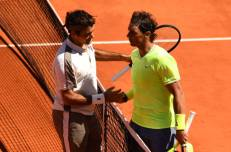 PARIS, FRANCE - JUNE 07: Rafael Nadal of Spain and Roger Federer of Switzerland embrace at the net after their mens singles semi-final match during Day thirteen of the 2019 French Open at Roland Garros on June 07, 2019 in Paris, France. (Photo by Clive Mason/Getty Images)