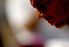 epa07620278 Rafael Nadal of Spain plays Juan Ignacio Londero of Argentina during their men's round of 16 match during the French Open tennis tournament at Roland Garros in Paris, France, 02 June 2019. EPA/YOAN VALAT