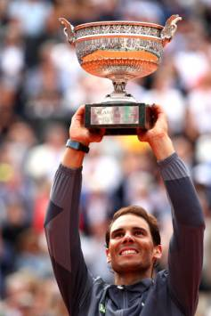 PARIS, FRANCE - JUNE 09: Rafael Nadal of Spain celebrates with the trophy following the mens singles final against Dominic Thiem of Austria during Day fifteen of the 2019 French Open at Roland Garros on June 09, 2019 in Paris, France. (Photo by Clive Brunskill/Getty Images)