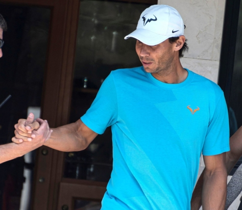 epa07638794 Spanish tennis player Rafael Nadal arrives in Palma de Mallorca one day after winning the French Open tennis tournament at Roland Garros, in Balearic Islands, Spain, 10 June 2019. Nadal has won his 12th French Open title after defeating Austrian Dominic Thiem in the men's final held on 09 June 2019. EPA-EFE/CATI CLADERA