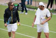 LONDON, ENGLAND - JULY 07: Rafael Nadal of Spain talks to his coach Francisco Roig in a practice session during Middle Sunday of The Championships - Wimbledon 2019 at All England Lawn Tennis and Croquet Club on July 07, 2019 in London, England. (Photo by Matthias Hangst/Getty Images)