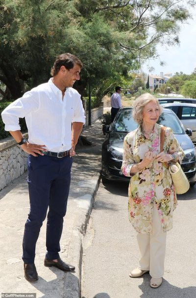 Rafael Nadal welcomes Spanish former king and queen at his Academy photo