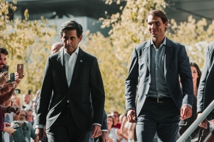 MADRID, SPAIN - OCTOBER 09: José María Álvarez Pallete and Rafa Nadal attends '42Madrid', the programming campus without classes, without teachers and without books that Fundación Telefónica has just opened at Fundacion Telefonica' on October 09, 2019 in Madrid, Spain. (Photo by Abraham Caro Marin/Getty Images)